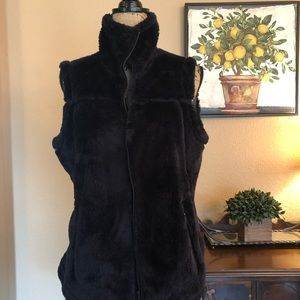 🌿EUC Free Country Black Furry Best, Size L